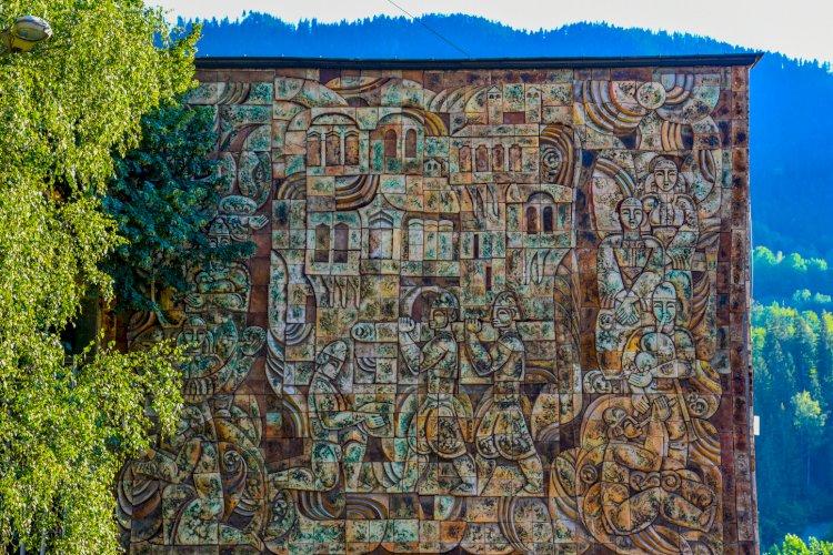Стенна мозайка в Смолян