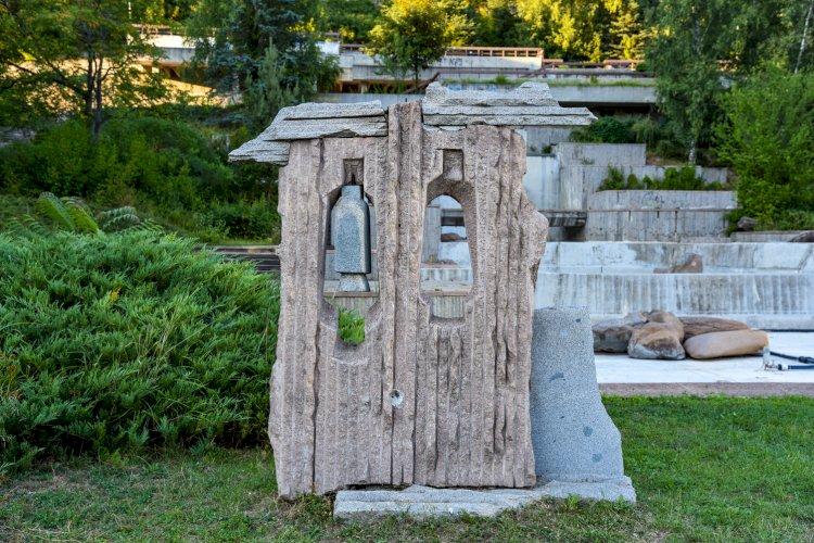 Каменна композиция на каскадите - Нов център