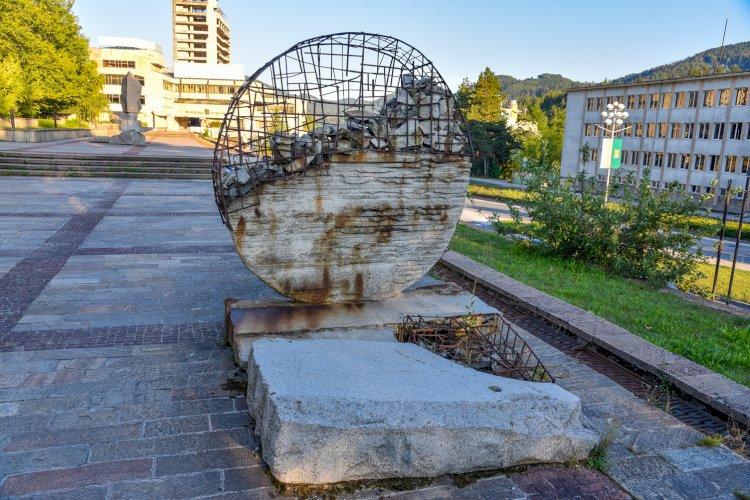 Каменна композиция в Смолян - Нов център