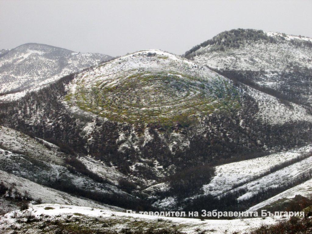 Зимна гледка към Дамбалък – космически, неземен пейзаж…