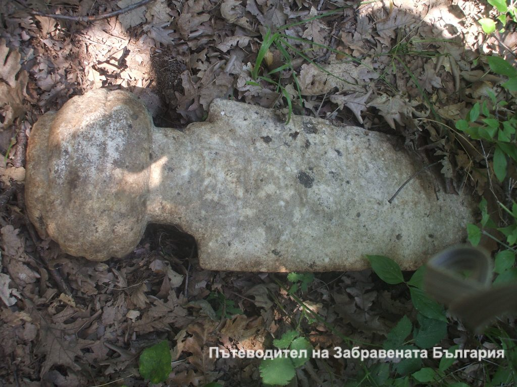Мистериозното гробище на още по-мистериозното село Емерлер, обезлюдено само за едно денонощие.