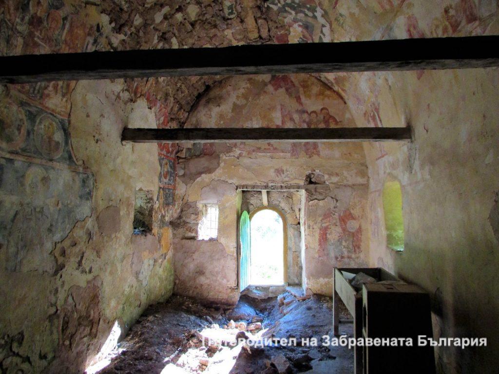 Във вътрешността на Манастирската църква