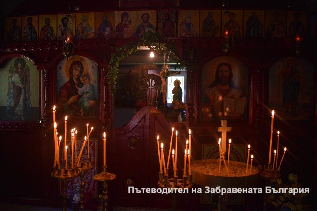 Иконостасът в Горнобогоровския манастир
