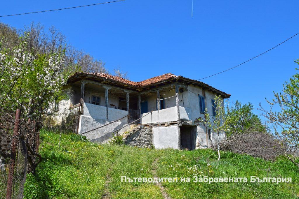 Все още обитаема къща във Враня стена Една история в снимки - от Пещерския водопад до Враня стена