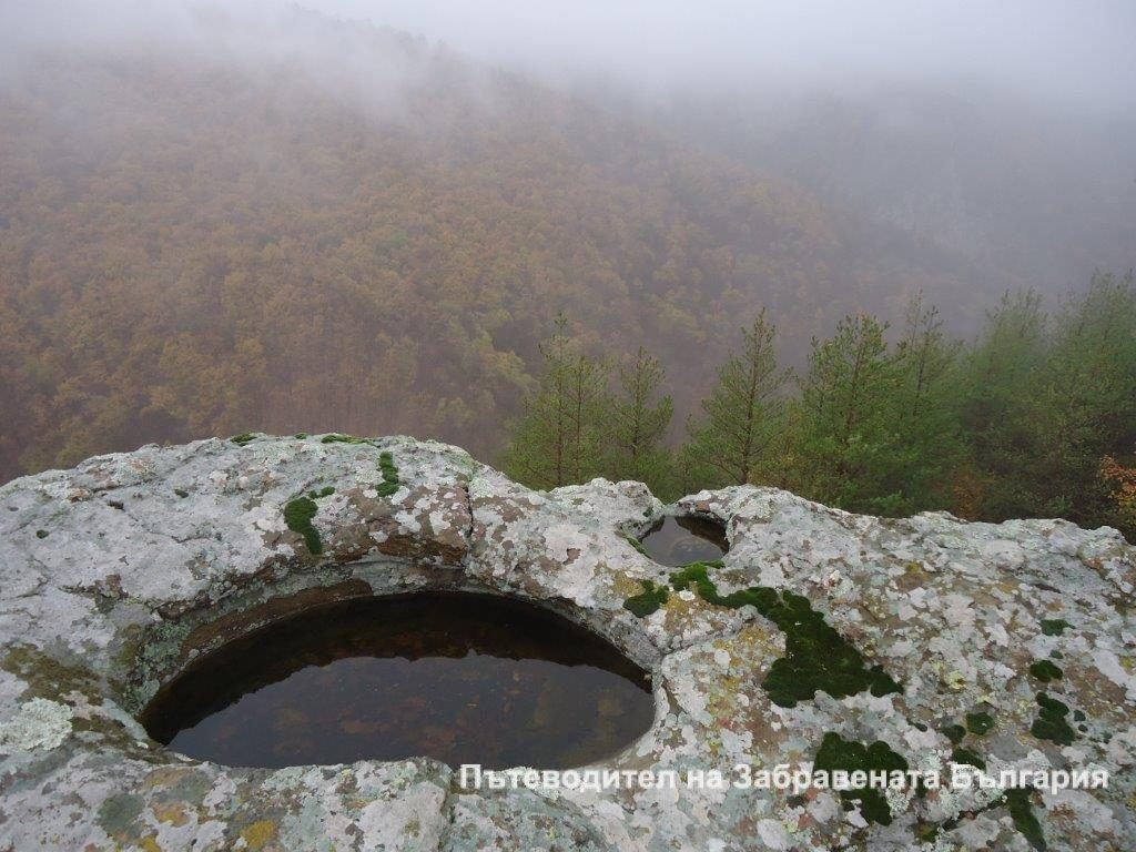 Неголяма шарапана, разположена в близост от самотната планинска махала Хайранлар, Източни Родопи.