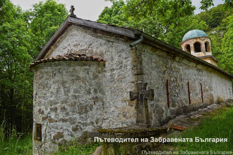 Средновековната църква в село Гинци