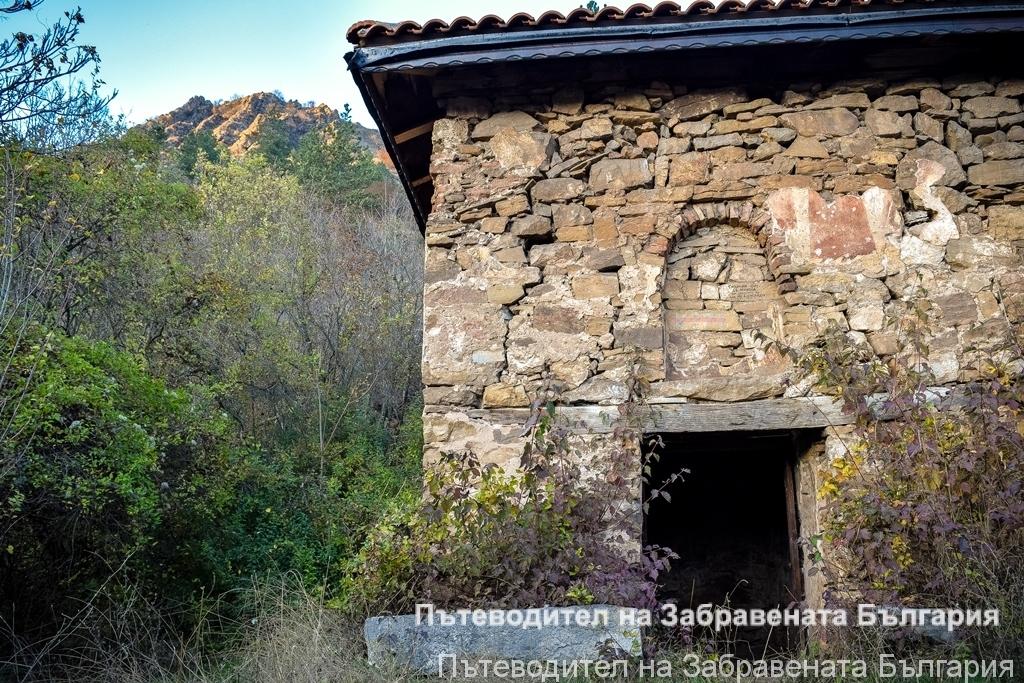 Старинната църква в Калотина